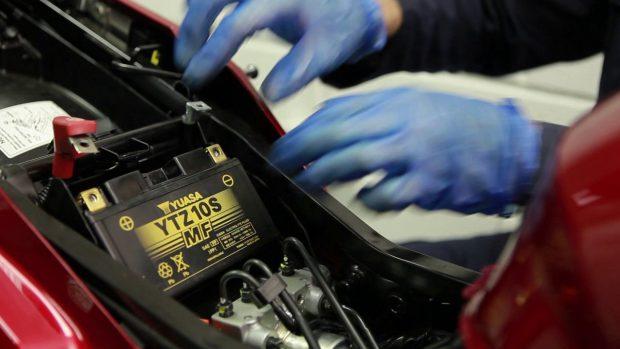 Comment entretenir la batterie de sa moto BMW ?